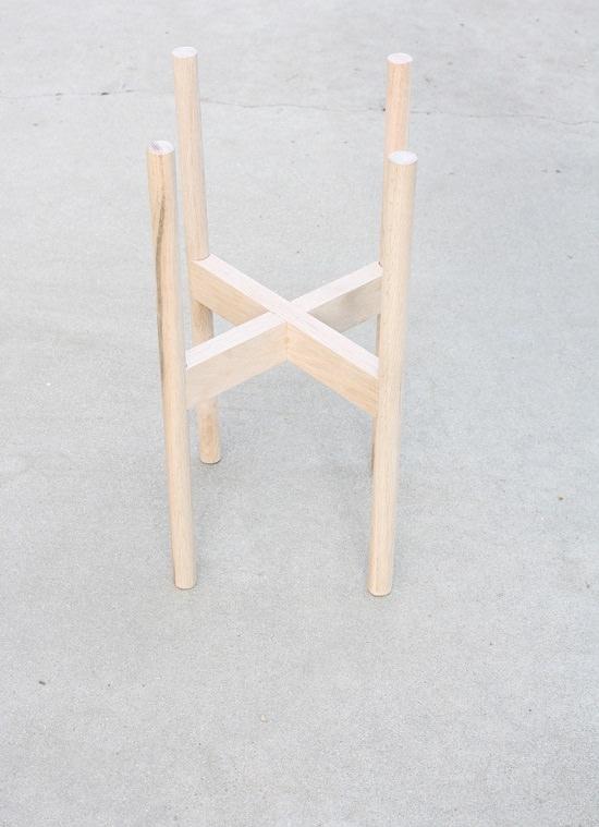 DIY Wood Plant Stand 2