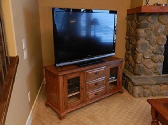 Creative DIY TV Stand Ideas2