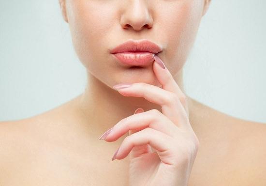 Castor Oil For Lips1