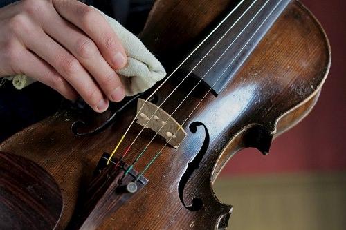 To Clean Violin Strings