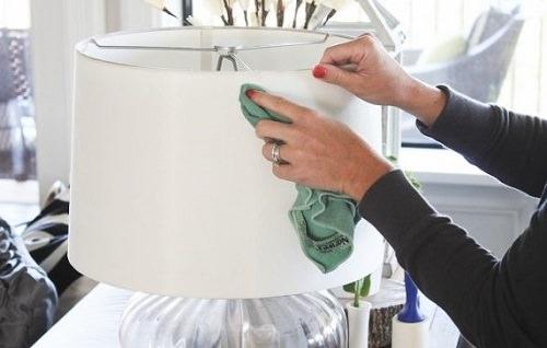 Clean Lamp Shades With Vinegar2