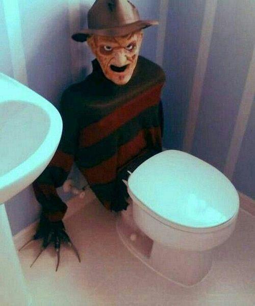 Spooky Halloween Bathroom Decorating Ideas11
