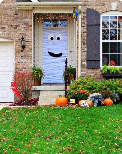 DIY Mummy Door For Halloween