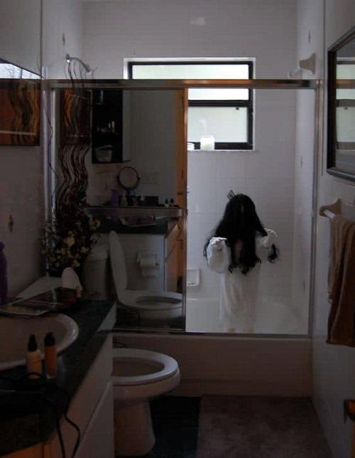 Spooky Halloween Bathroom Decorating Ideas13