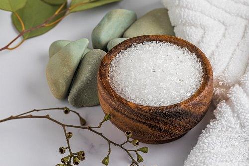 Epsom Salt to Clean Bathroom1