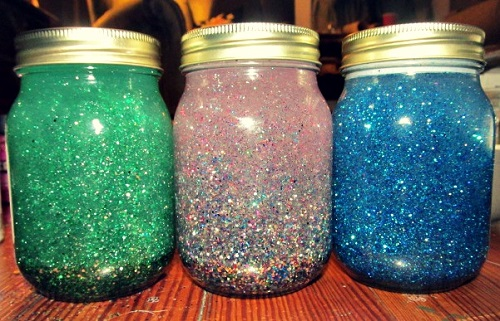 How to Make a Glitter Jar With Vegetable Oil 1