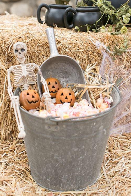 Setup a Candy Bucket
