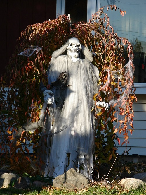 Lawn Ghosts for Halloween8