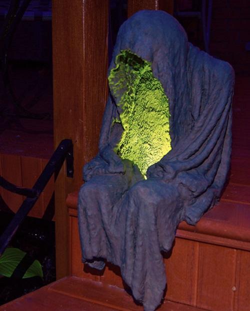 Spooky Porch Ghoul Decor