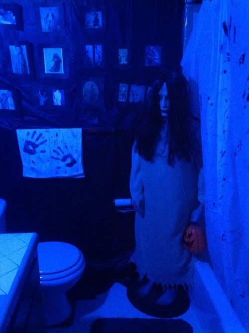 Spooky Halloween Bathroom Decorating Ideas9