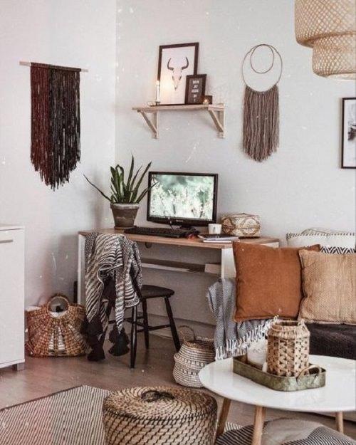 15. Long Fringe Hanging with a Sleek Desk