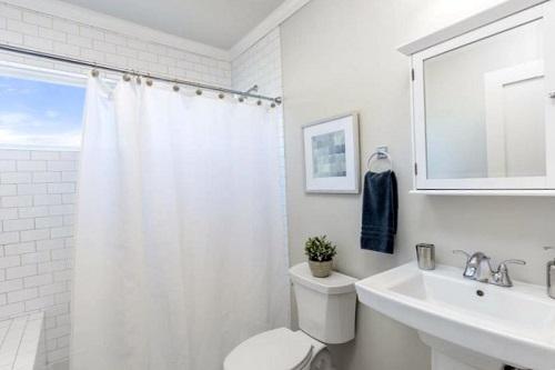 Bizarre Bathroom Cleaning Tips3