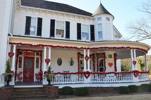 A Lit Porch Valentine Decor