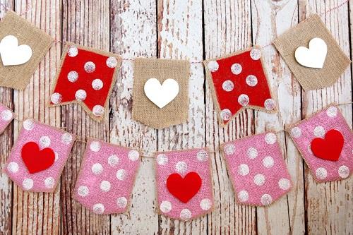 DIY Farmhouse Valentine's Day Decor Projects7