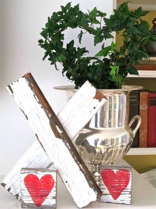 Wooden Kiss Valentine Decor