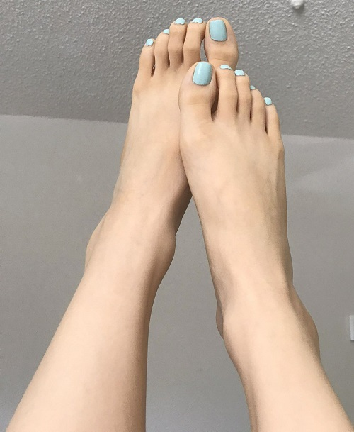 How to Get Skinnier Feet 1